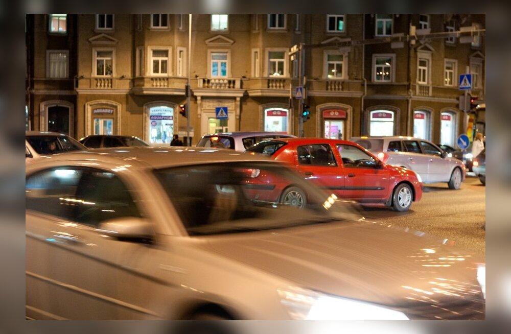 FOTOD: Liiklus Tallinna kesklinnas muutub pühade eel üha aeglasemaks