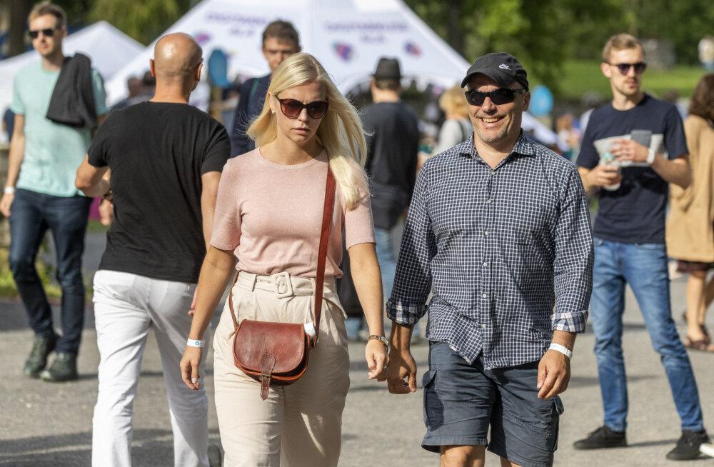 KLÕPS | Liisu Lass ja Ilmar Raag ilmusid koos seltskonda!