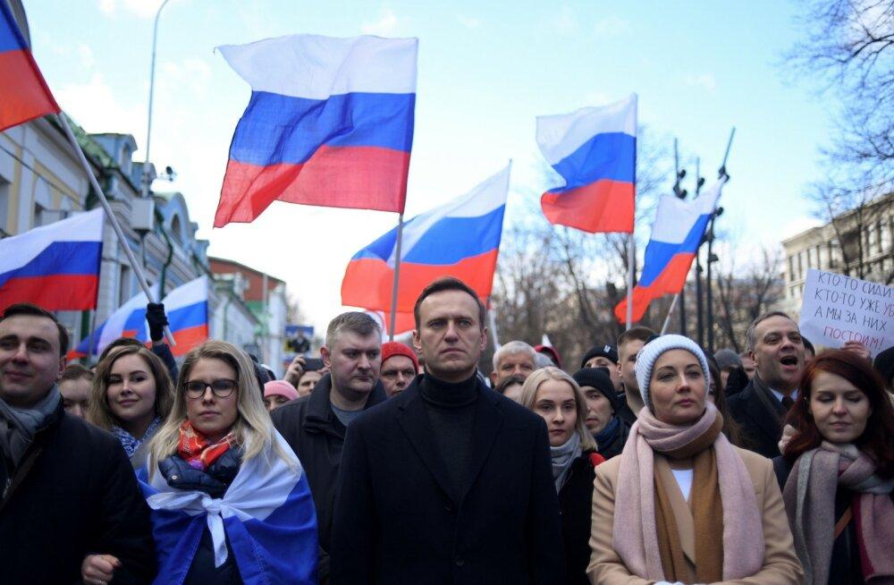 """""""Зачем властям травить его, если уровень его популярности едва достигает 2%?"""" Россия задала Евросоюзу девять вопросов о Навальном"""