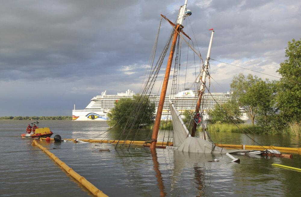 Hamburgi lähedal läks kokkupõrke järel põhja äsja renoveeritud vana purjelaev