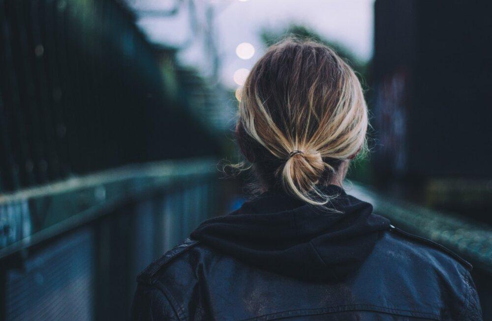 17aastane tüdruk lõpetas oma elu, sest lapsepõlves aset leidnud vägistamine muutis elamise väljakannatamatuks