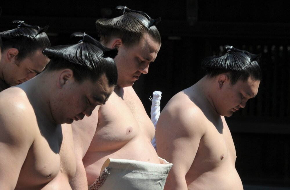 Baruto (keskel), Hakuho (paremal)