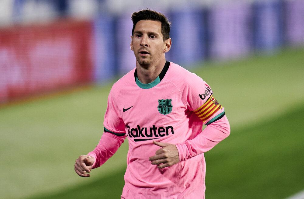 Meedia: Manchester City asub sümboolse summa eest Lionel Messit jahtima
