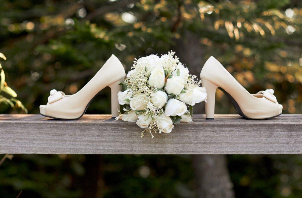 Hullude pruutide hooaeg on alanud: pulmakülaline sai kreepsu, kui pruut pärast pidu teatas, et kingitus ei olnud piisav ja nõudis lisaraha