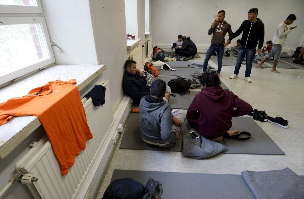 Nii õpetab Soome pagulastele kombeid: naised riietuvad pilkude, mitte puudutuste jaoks