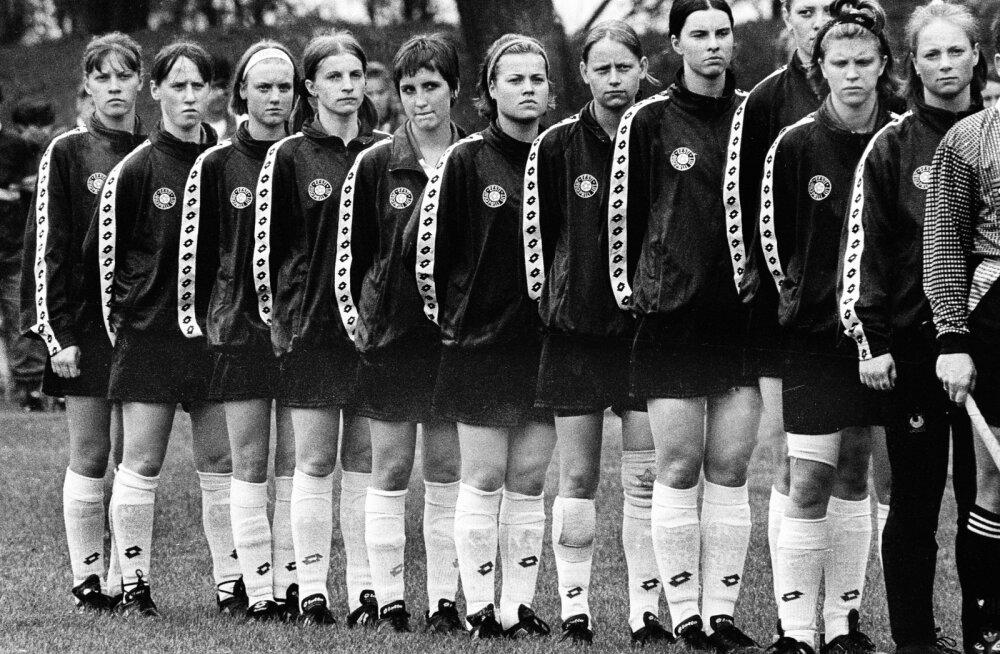 Pildil naiste koondis 1997. aastal enne kodumängu Tšehhiga, kus tegid kaasa mitmed mängijad, kes kuulusid koosseisu esimeses kohtumises.