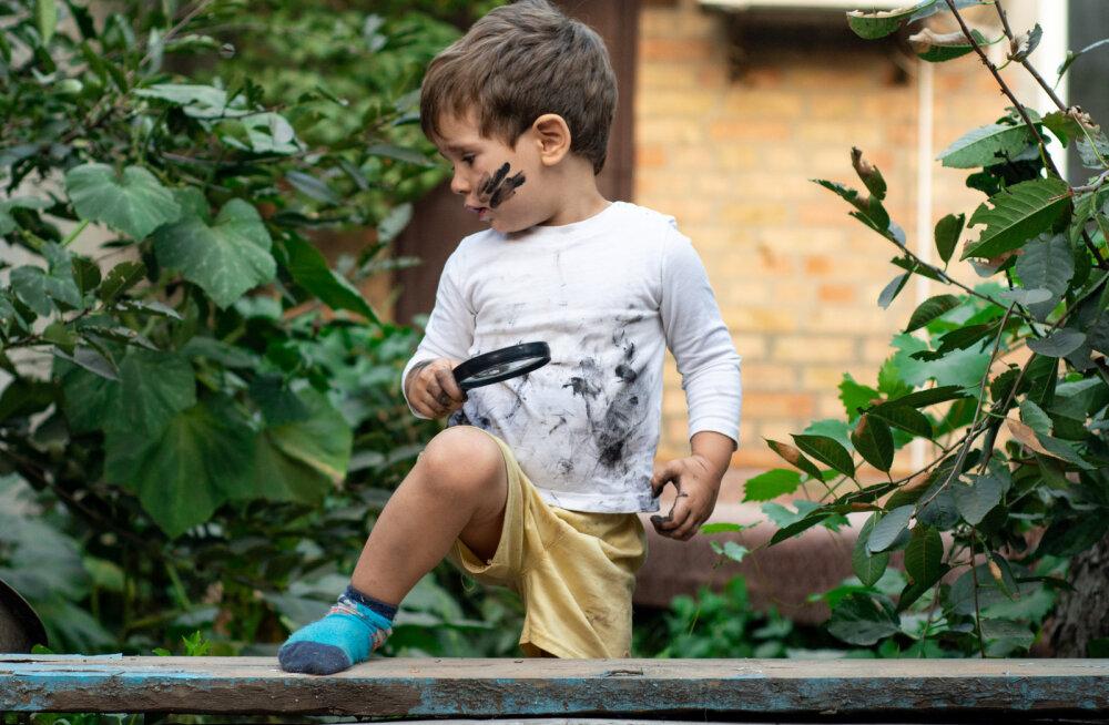 Kui laps mäkerdab oma riided puuvilja või muruga kokku, siis selle lihtsa nipi abil saab plekid hõlpsasti eemaldada