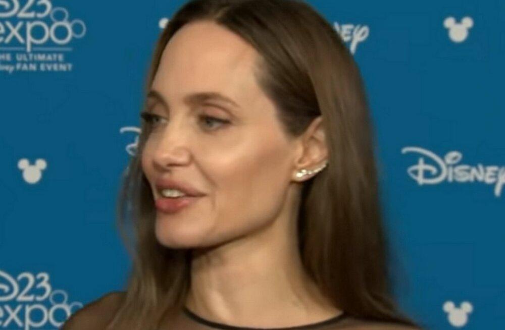 Дочь Анджелины Джоли продолжает превращаться в сына и уже сменила имя