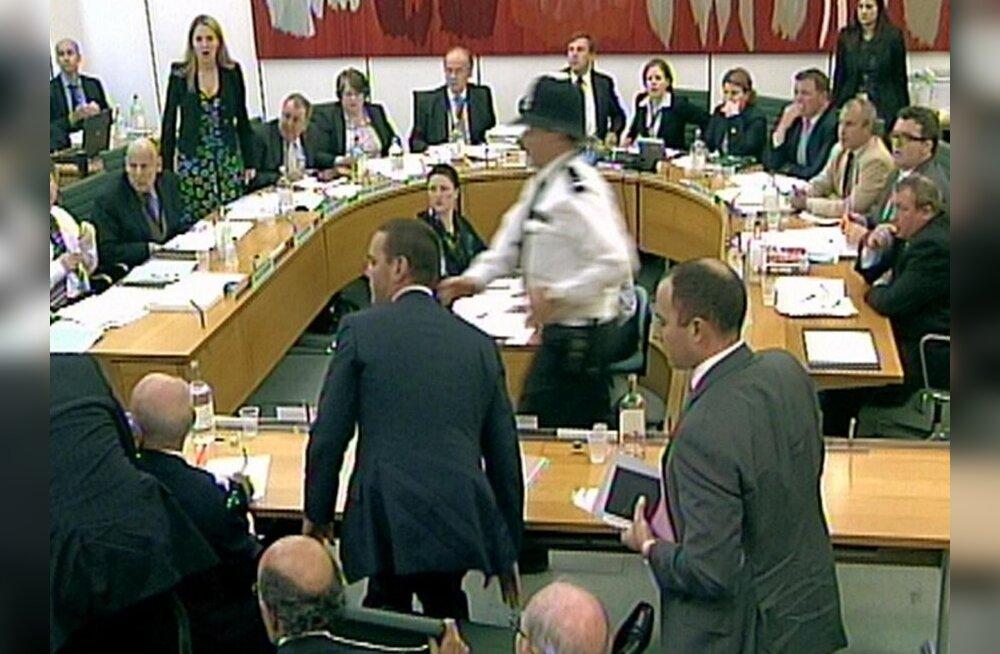 Briti parlament käskis Murdochi ründamise asjus uurimist alustada
