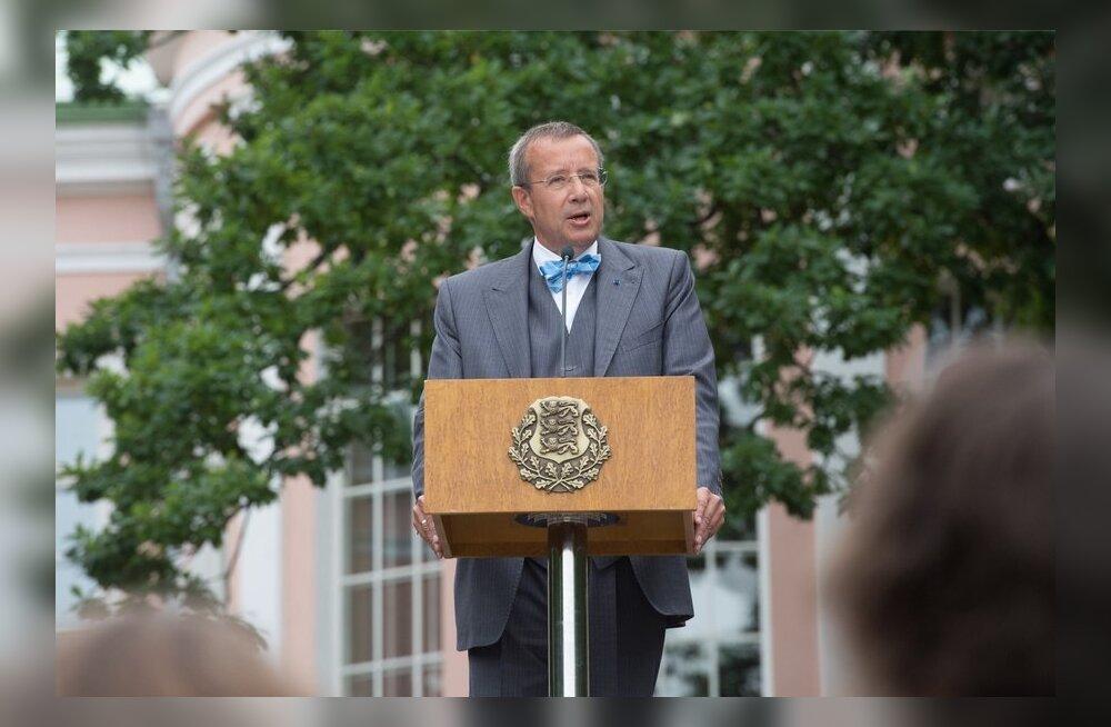 President Ilves roosiaias kõnet pidamas