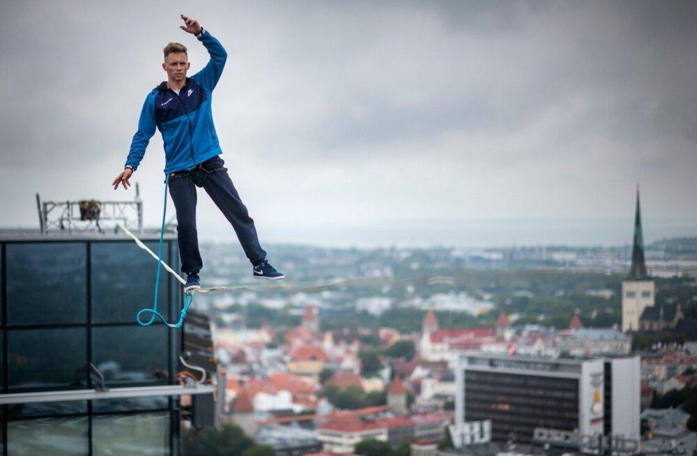 Nolani filmi võtete sissejuhatus: köielkõndija Jaan Roose ületab Laagna kanali lindil kõndides