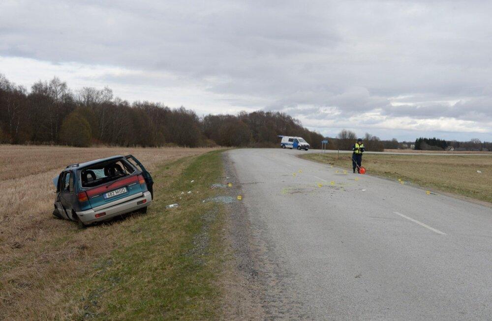 Päev liikluses: Sillamäel sõitis auto teelt välja vastu liiklusmärki, Viljandis sai kahe auto kokkupõrkes viga kaasreisija