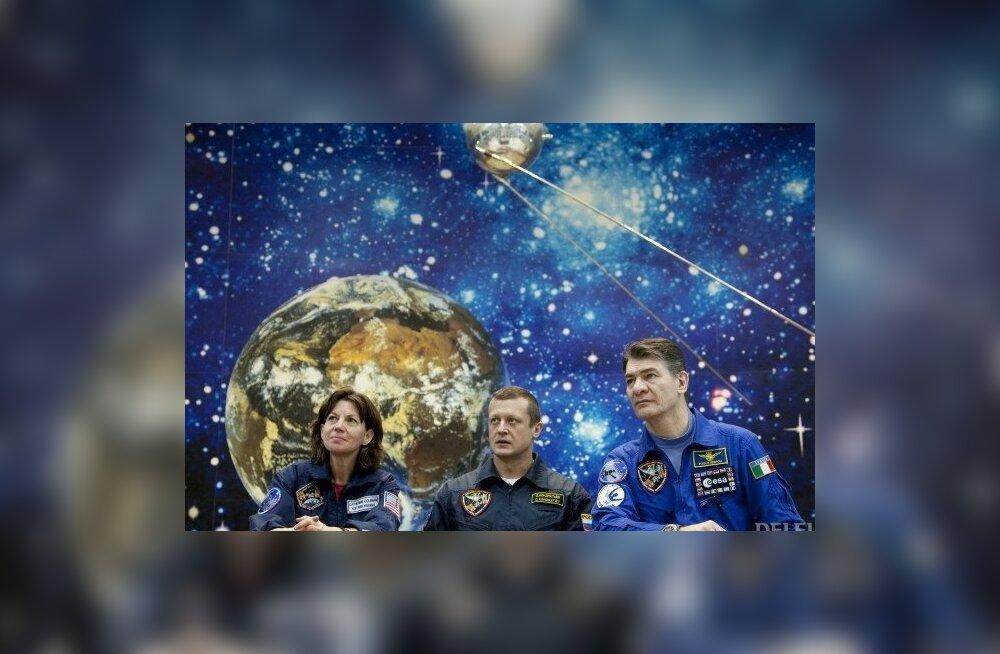 Rahvusvahelise Kosmosejaama meeskonnaliikmed USAst, Venemaalt ning Euroopast Baikonuris. Foto Sergei Remezov, Reuters