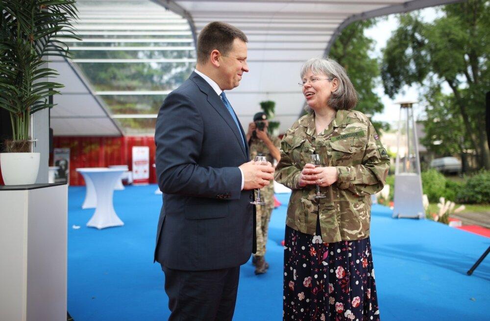 GLAMUURSED FOTOD | Ühendkuningriigi suursaadik korraldas Elizabeth II auks Tallinnas suursuguse vastuvõtu