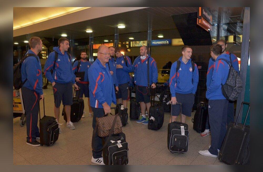 Serbia korvpallikoondis Tallinna lennujaamas