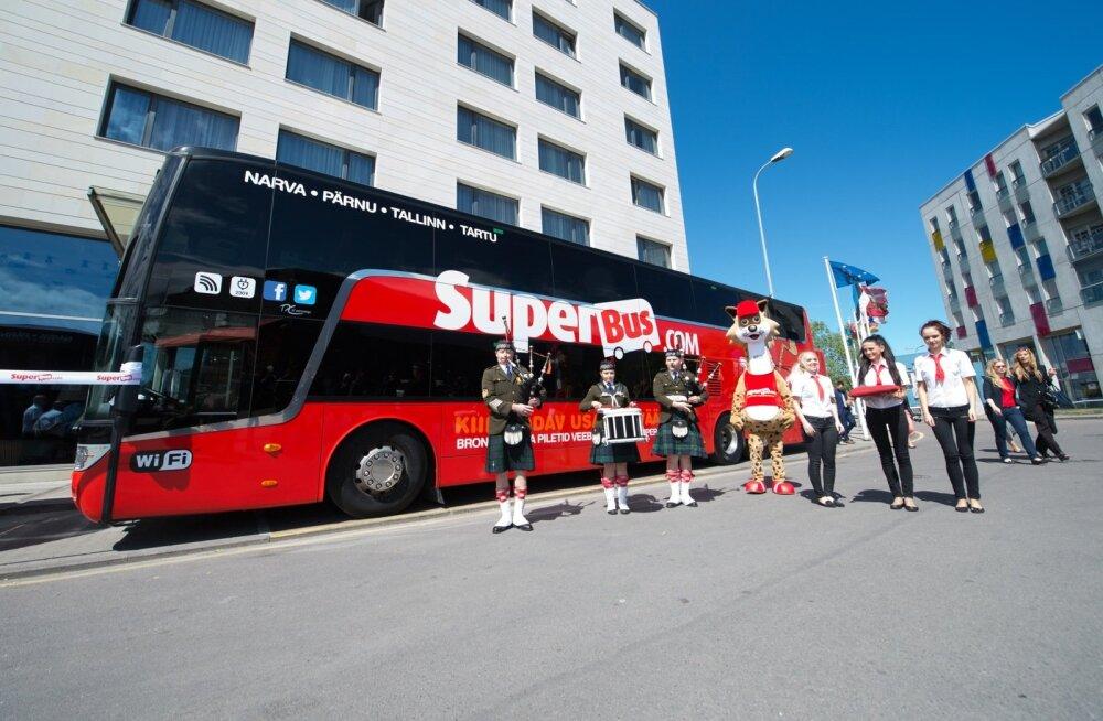 Torupillimuusika saatel Eestisse toodud bussid on suured. SuperBusi esindajate kinnitusel saab just tänu sellele pakkuda soodsaid pileteid.