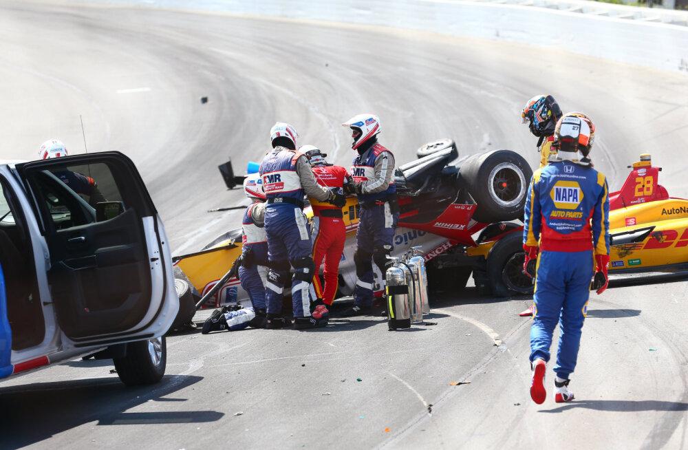 VIDEO | Endine F1 piloot põhjustas IndyCar sarjas jõhkra ahelavarii, mille tagajärjel üks mees haiglasse viidi