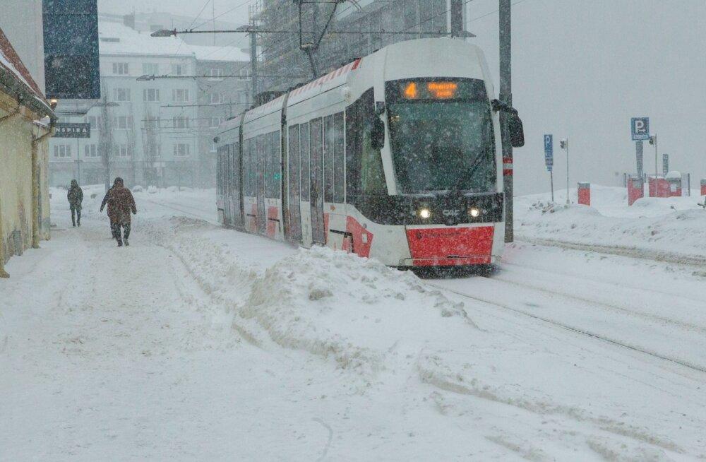 Tallinn valmistub talveks: äärmuslike lumeoludega võitlemiseks eraldati ligi 180 000 eurot