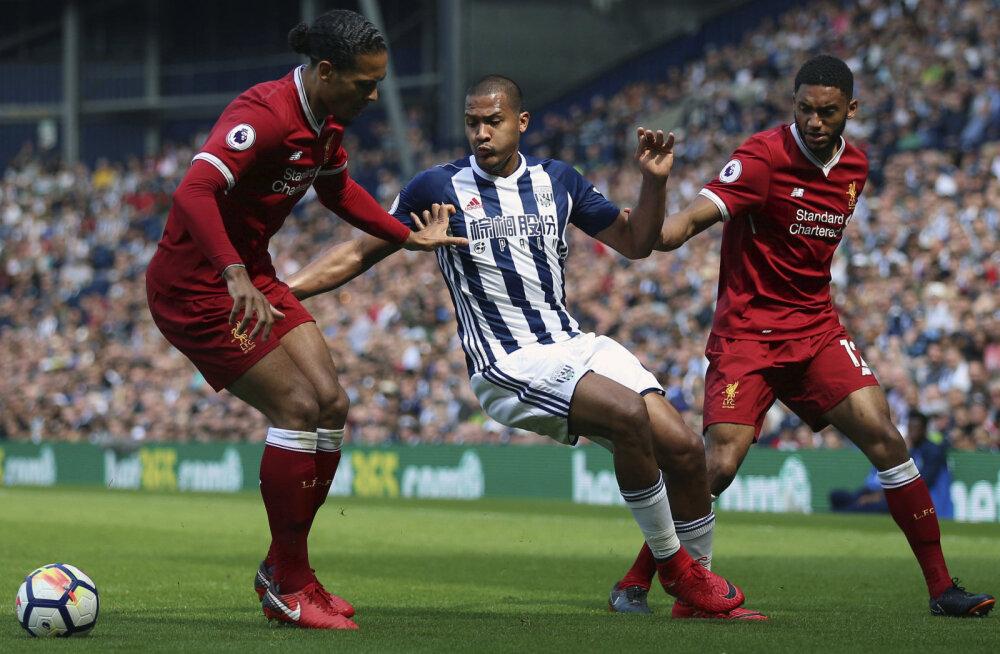 Liverpooli kaitsjad Virgil van Dijk ja Joe Gomez (paremal)