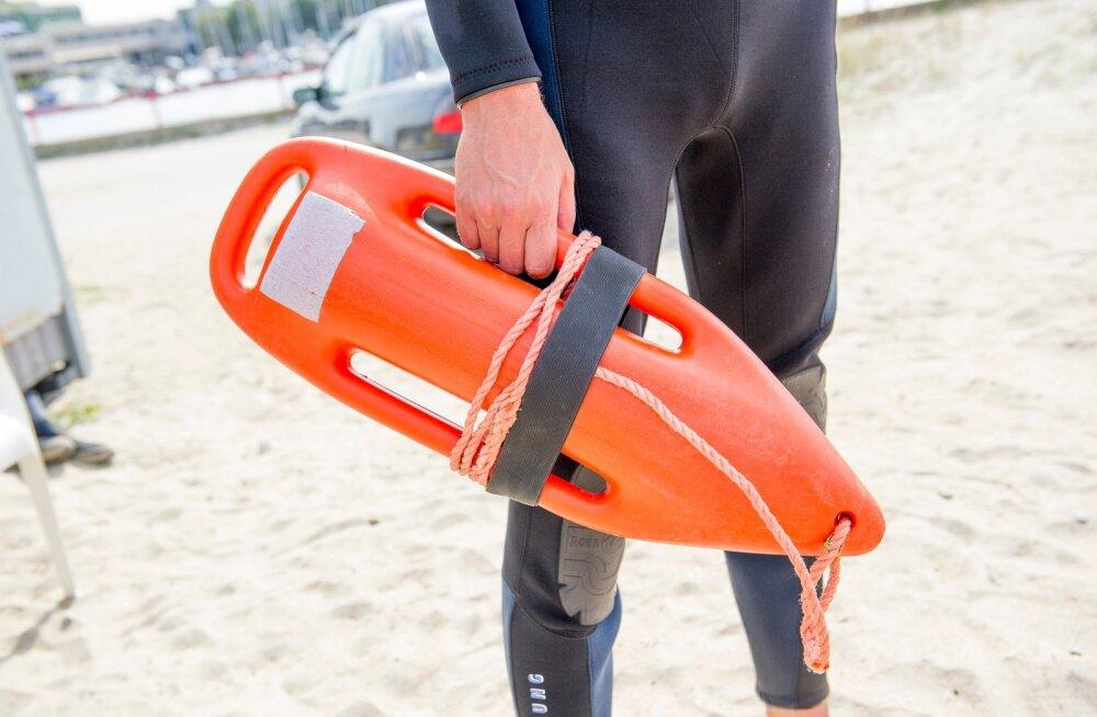 Verevi rannas sattusid eile kaks teismelist uppumisohtu, neist ühte tuli elustada