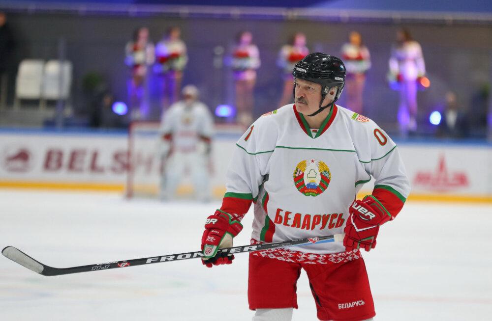 Valgevene presidendi Lukašenka tiimikaaslasel avastati koroonaviirus, meeskonda karantiini ei panda