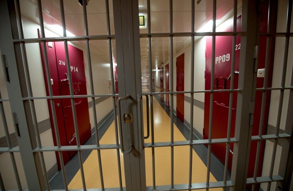 В тюрьме Виру снова неспокойно: заключенные отказываются от еды, любителям почтовых марок запретили их хобби