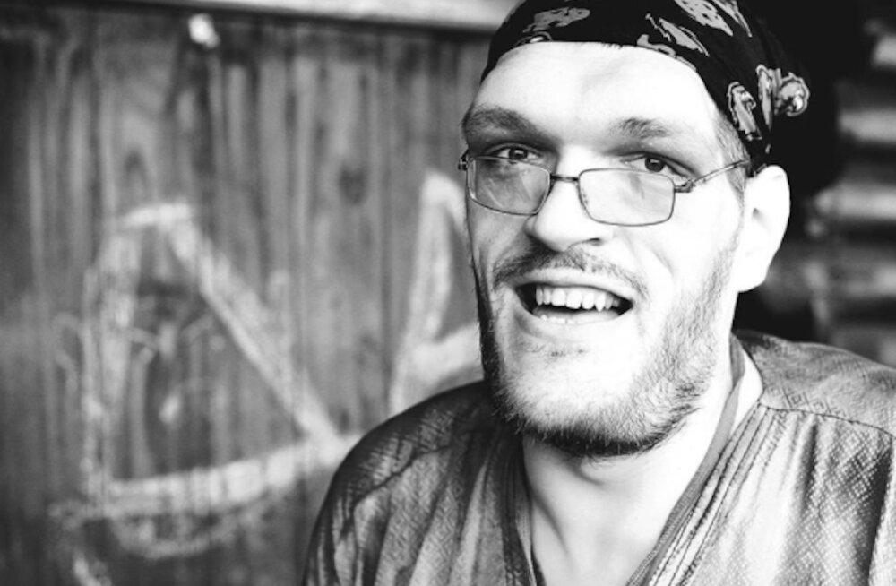 Internet mälestab Augustibluusi laval kokku kukkunud ning hiljem haiglas surnud muusikut Ivan Denisenkot: lahkunud on ilusa hingega mees