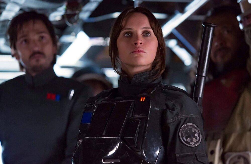 """ARVUSTUS: """"Rogue One: Tähesõdade lugu"""" on igale """"Star Warsi"""" fännile tõeline maiuspala"""