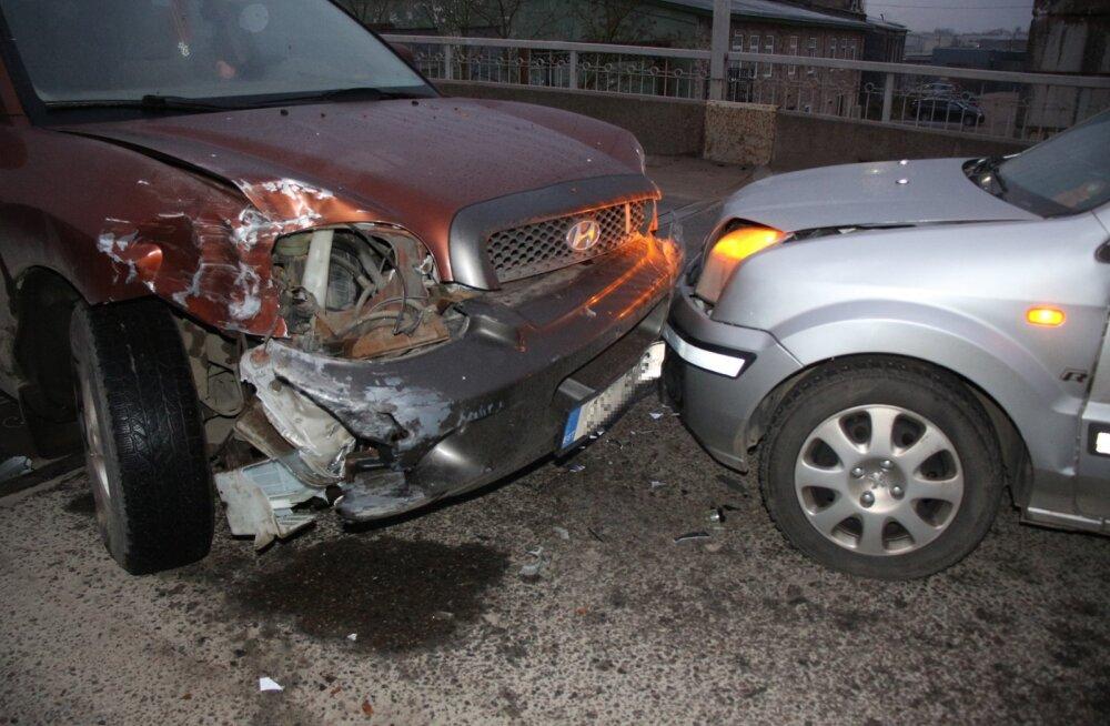 FOTO | Ida-Virumaa libedatel teedel on juhtunud 11 liiklusõnnetust