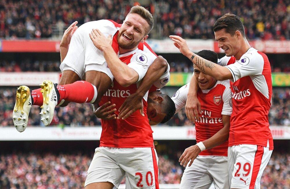 Kümnekesi jäänud Arsenal võitis Swanseat, City ja Everton viigistasid