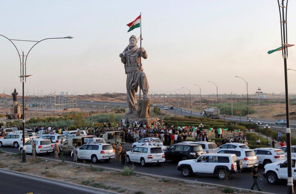 Vaidlusaluses Kirkuki linnas avati hiljuti tundmatu kurdi sõduri mälestussammas. Iraagi parlament nõuab, et linna hõivaksid valitsusväed.