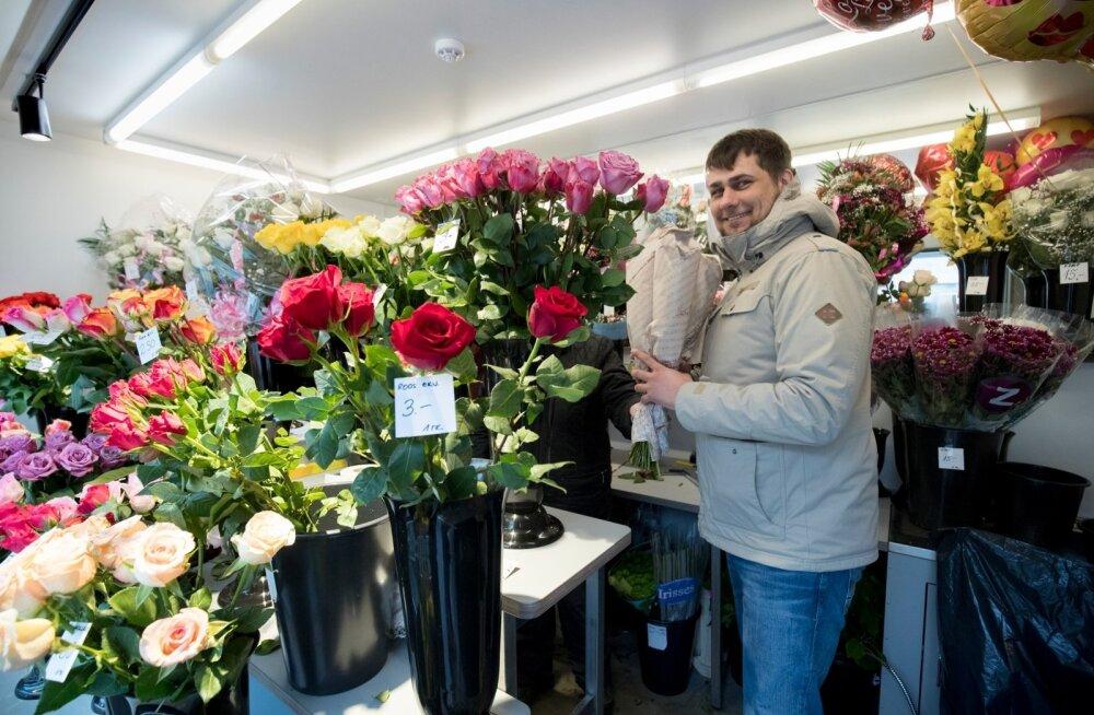 """""""Kõigepealt loodaks lilli saada enda mehelt, siis võib-olla isalt ja vanaisalt,"""" arvab naine."""