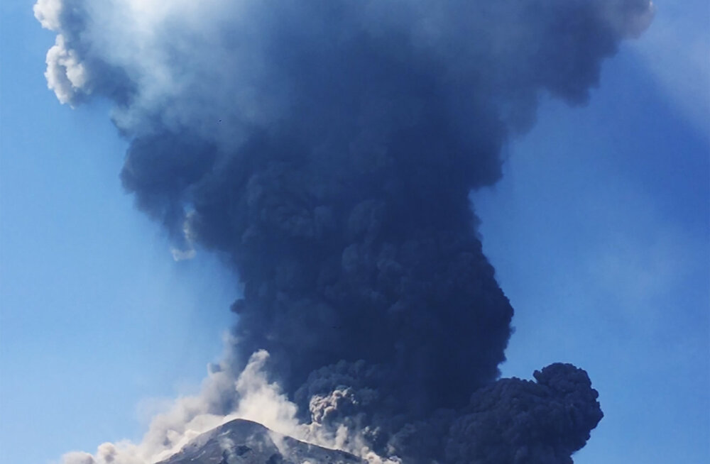 ФОТО и ВИДЕО: В Италии вновь проснулся вулкан Стромболи