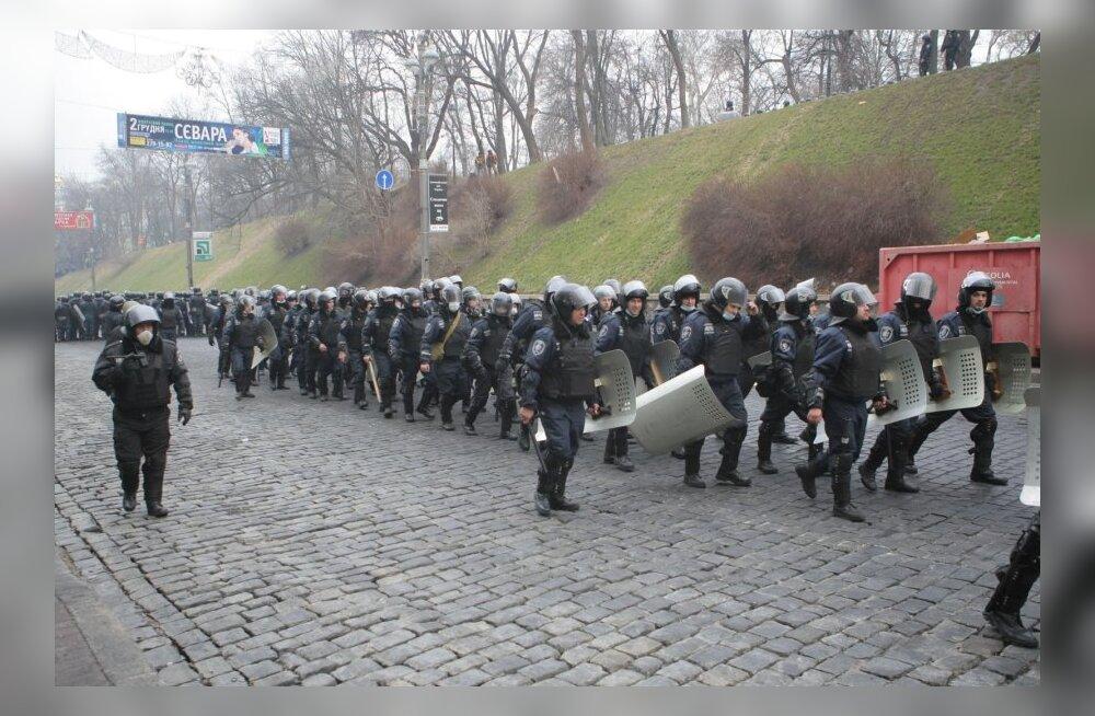 Ukraina ülemraada juures tulistasid tundmatud isikud siseväelasi
