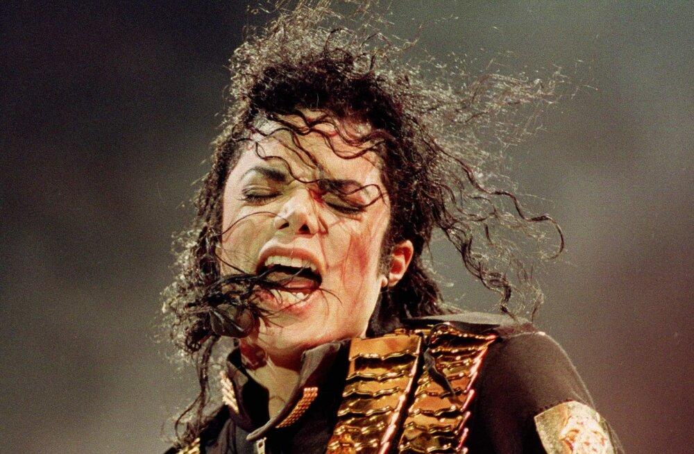 Michael Jacksoni kontsert Tallinnas oli ohus: Jackson on pervert, seisis kirjas Õhtulehes ja vallandas skandaali