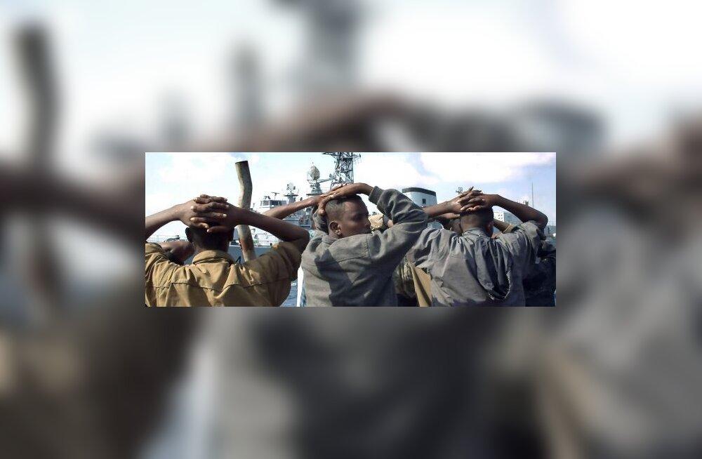 Häkkerid: Läti müüs Somaalia piraatidele relvi