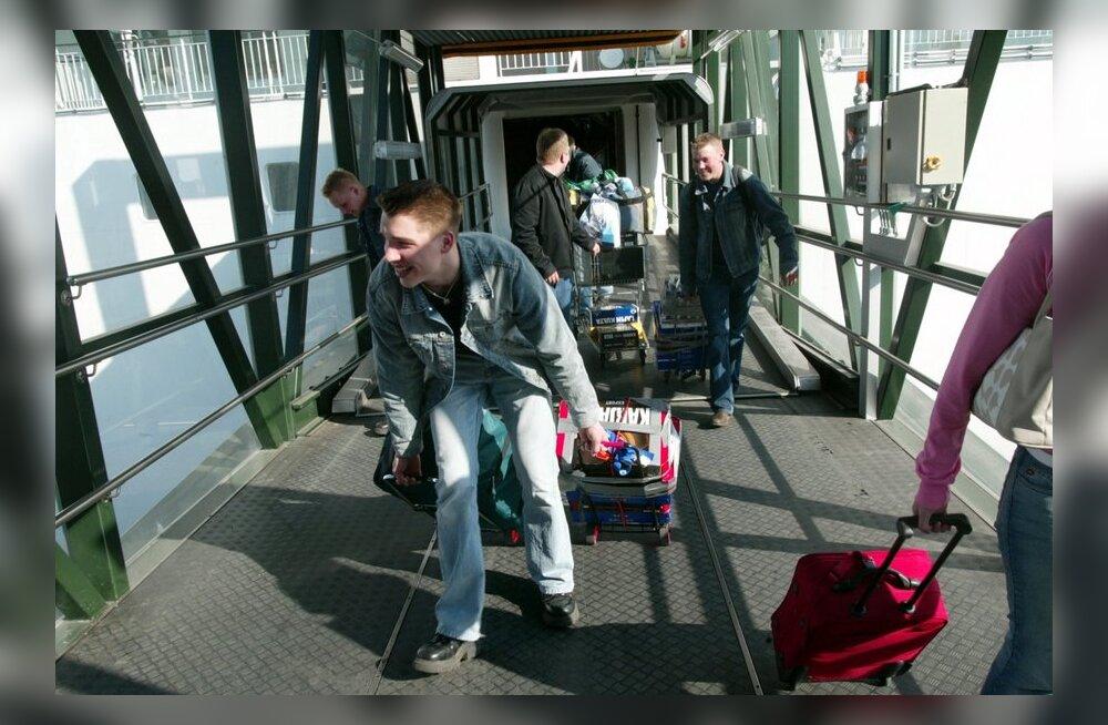 Helsingi politsei hoiatab Tallinnast õllekärudega saabuvaid alaealisi: kallame kanalisatsiooni