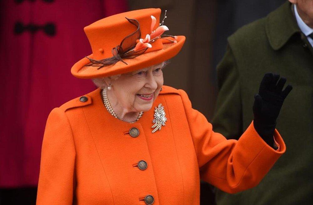 Hirmnaljakas, aga väga piinlik! Printsess Diana ülemteener rääkis loo, kuidas kuninganna Elizabeth II kõrgete külaliste ees avalikult pussutas