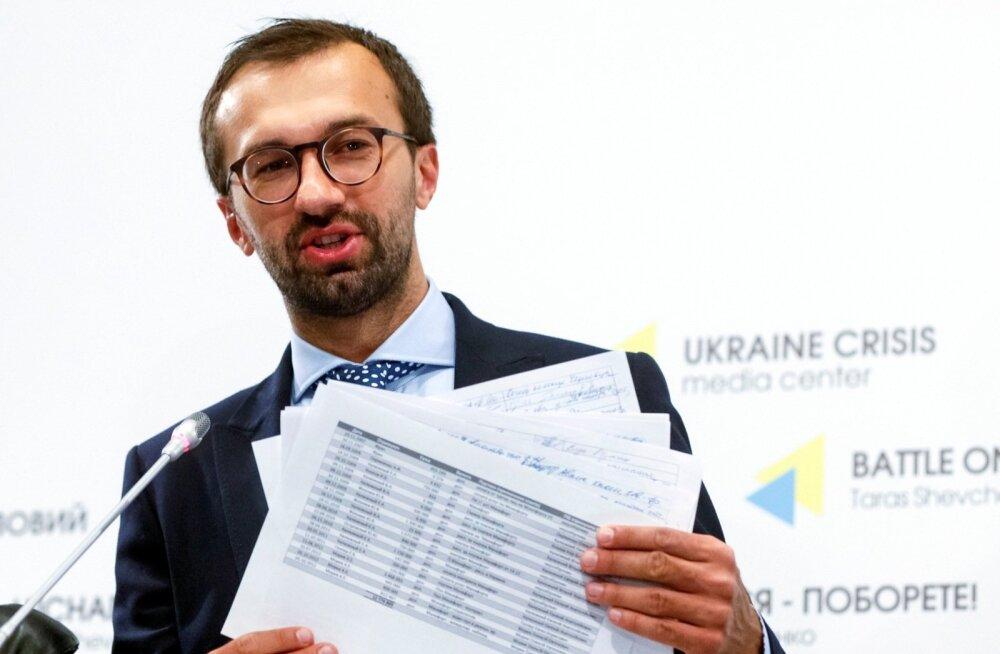 Ukraina ülemraada liige ja uuriv ajakirjanik Sergi Leštšenko näitas suvel Regioonide Partei musta kassa lehekülgi ka avalikkusele. Suvi läbi kuulsid ukrainlased igal nädalal uusi üksikasju üüratustaltkäemaksusüsteemist, mis kindlustas eelmise presidendi