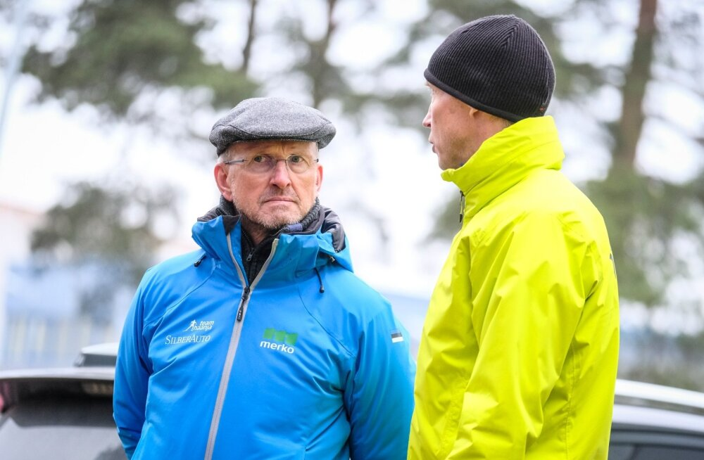 Team Haanja riietuses Mati Alaver vestleb 2016. aasta sügisel tiimi hooaja avaüritusel Raul Ollega. Selleks hetkeks on ta Karel Tammjärve ja Algo Kärbi juba dopingusüsteemi tõuganud.