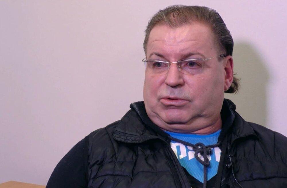 Erich Kriegeri väidetavalt purjuspäi autoroolist tabanud pereema: ta hoidis ühe käega kinni autost, et mitte ümber kukkuda, teisega urineeris
