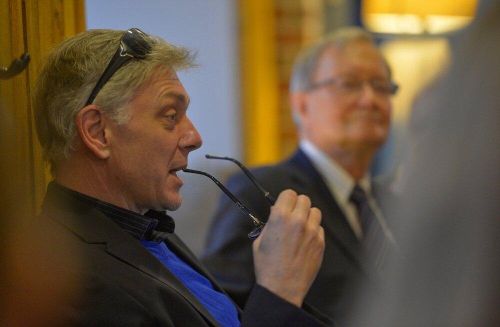 Europarlamendisaadik Indrek Tarand pooldas hääletusel karmimaid reegleid süsinikuemissiooni vähendamiseks, tema kolleeg Tunne Kelam aga vabamaid.