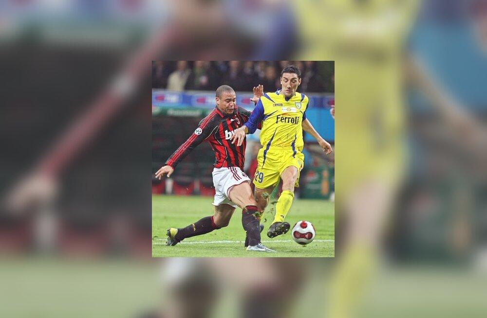 AC Milani ründaja Ronaldo (vasakul)