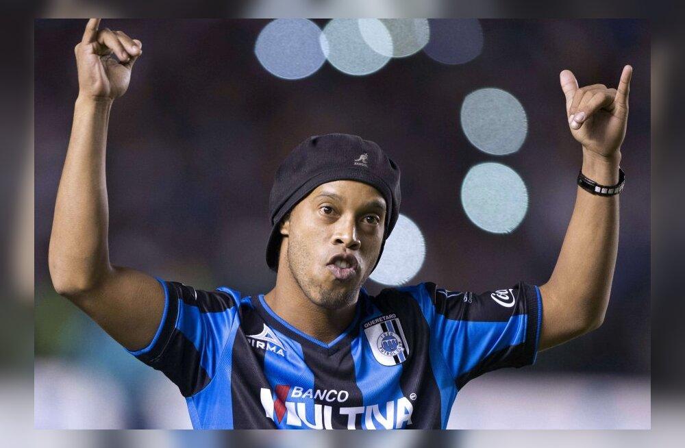Ronaldinho uue koduklubi esitlusel