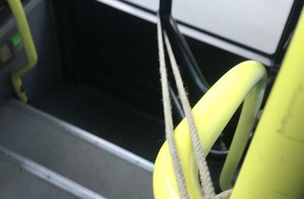 Tasuta ühistranspordi viljad? ATKO bussijuht sõitis mitu päeva nii, et sidus ukse nööriga kinni
