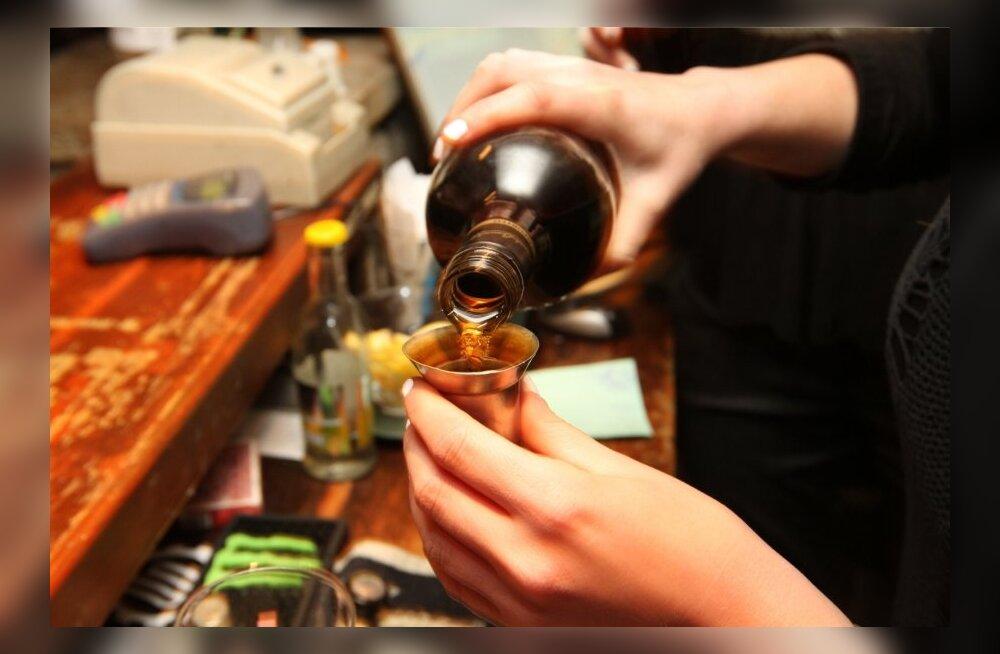 Tööinspektsioon: alaealine ettekandja alkoholi serveerida ei tohi