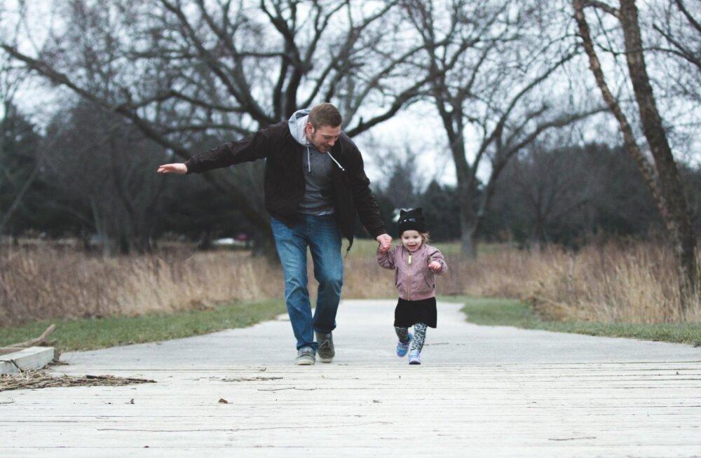 Kolme lapse ema tunnistab: mu abikaasa on palju parem lapsevanem kui mina ja see on täitsa okei