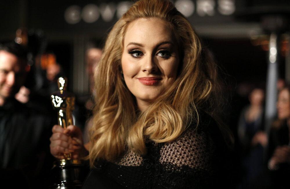 FOTO | Milline vorm! Sel aastal meeletult kaalu kaotanud Adele näitas trimmis keha