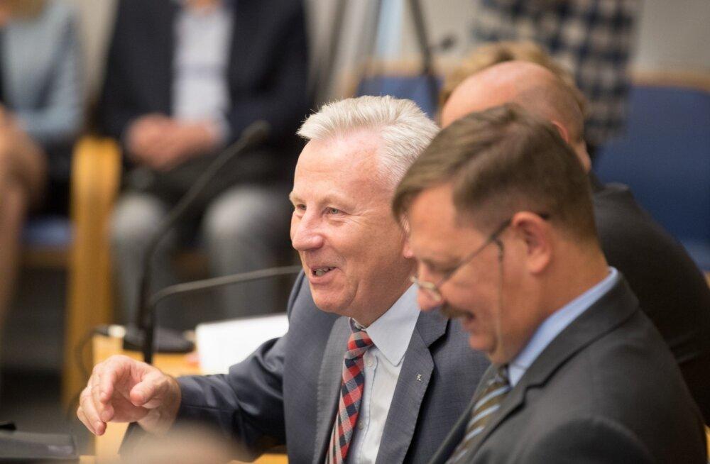 Arvo Sarapuu ja Taavi Aas linnavolikogus