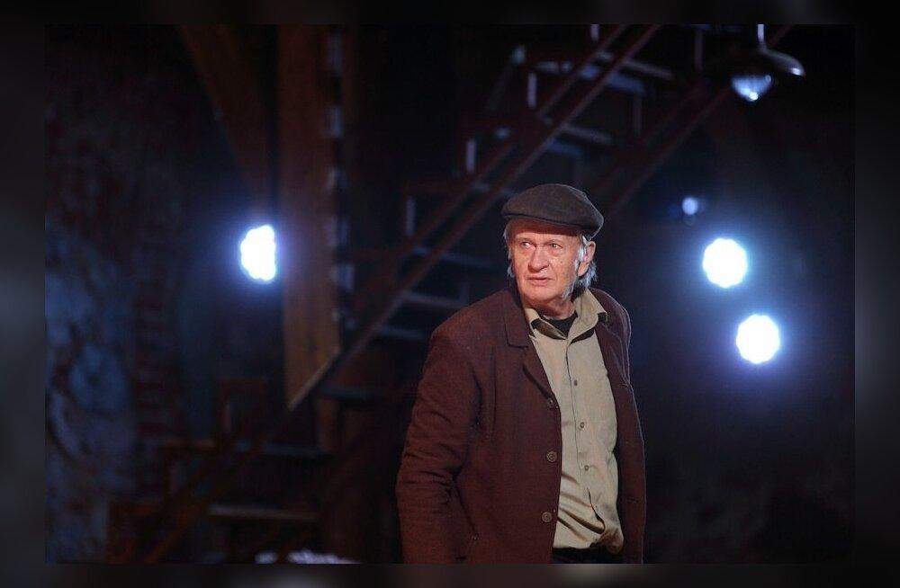 """Hans Kaldoja 2014. aastal Jänedal Pulli Tallis lavastuses """"Imede aasta""""."""